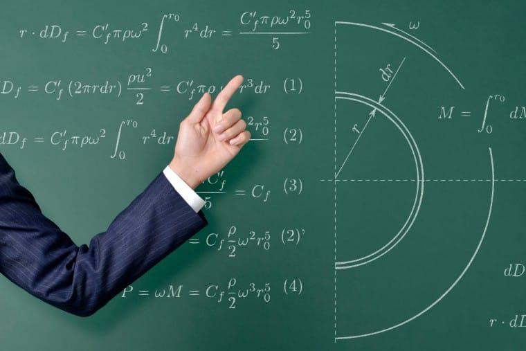 写真:難しい数学の公式