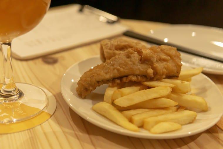 写真:ビアバー・ひららのフィッシュ&チップス