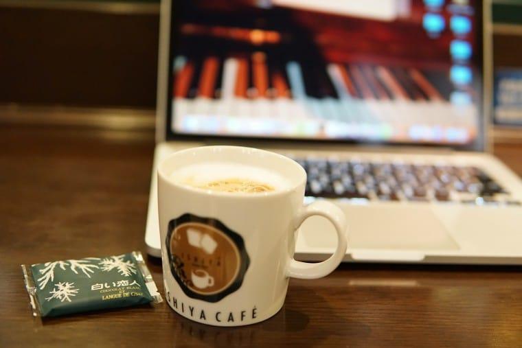 写真:コーヒーと白い恋人