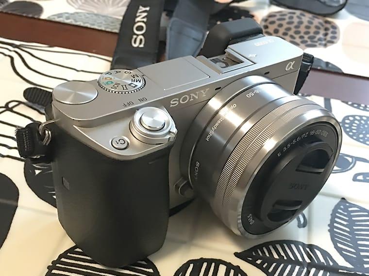 写真:sonyα6000のグリップ