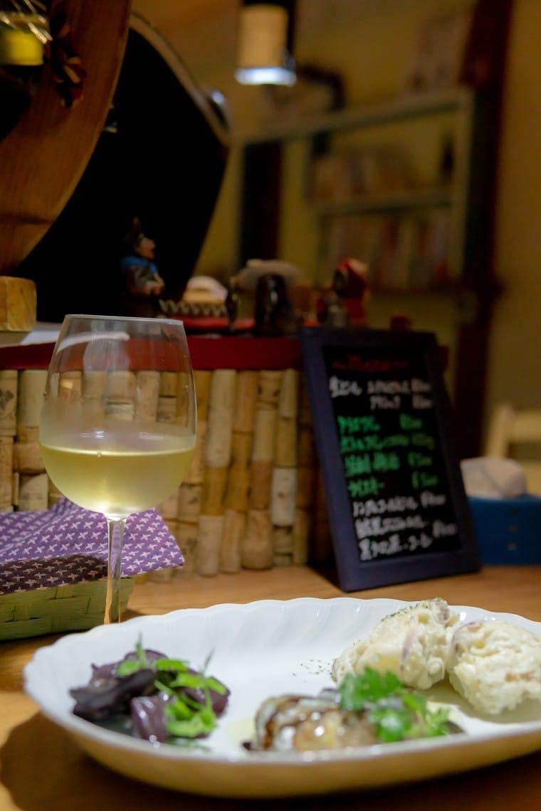 写真:白ワインと盛り合わせ