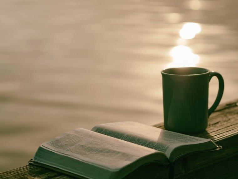 写真:本とコーヒー