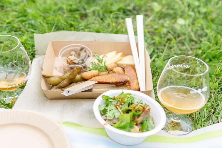 写真:フェス飯と敷物