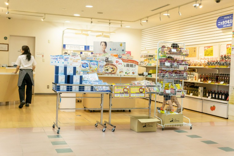 写真:アサヒビール北海道工場の見学受付ロビーにある売店