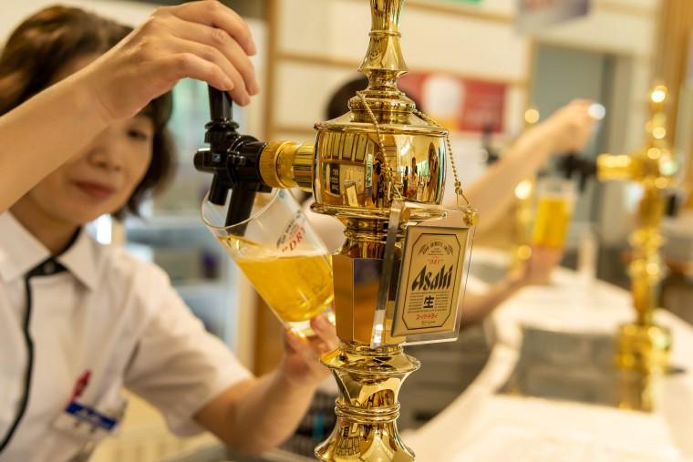 写真:試飲のビール