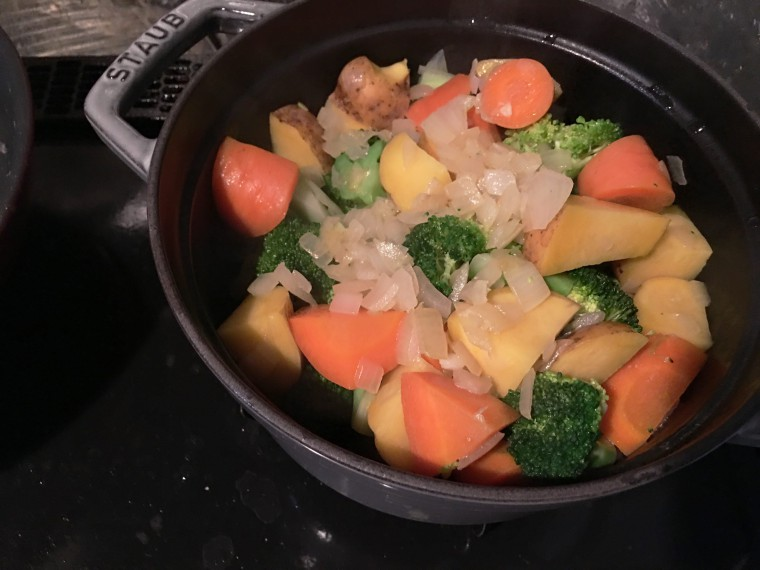 写真:鍋に移した野菜