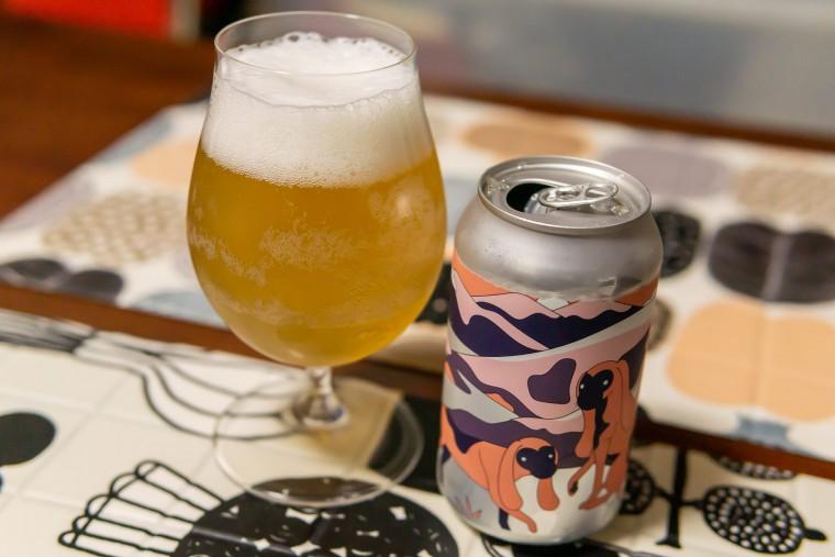 写真:シュピゲラウ ビールチューリップに注いだビール