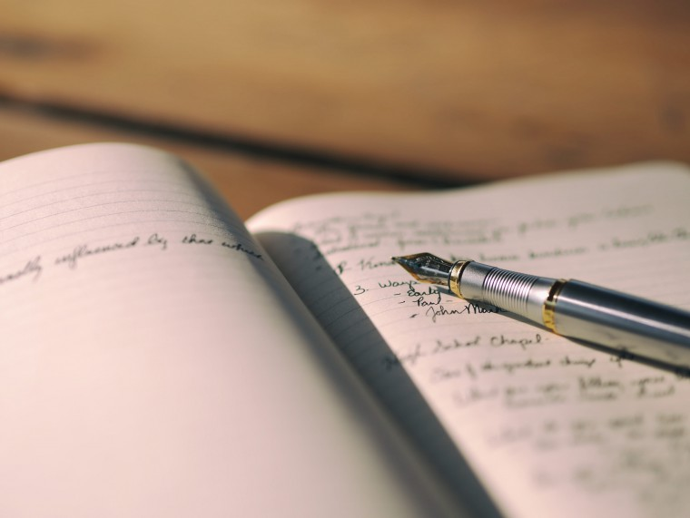 写真:文章を書いてあるノート