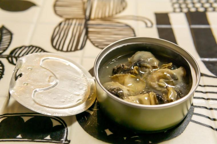 写真:北海道産つぶ貝の白ワイン蒸し