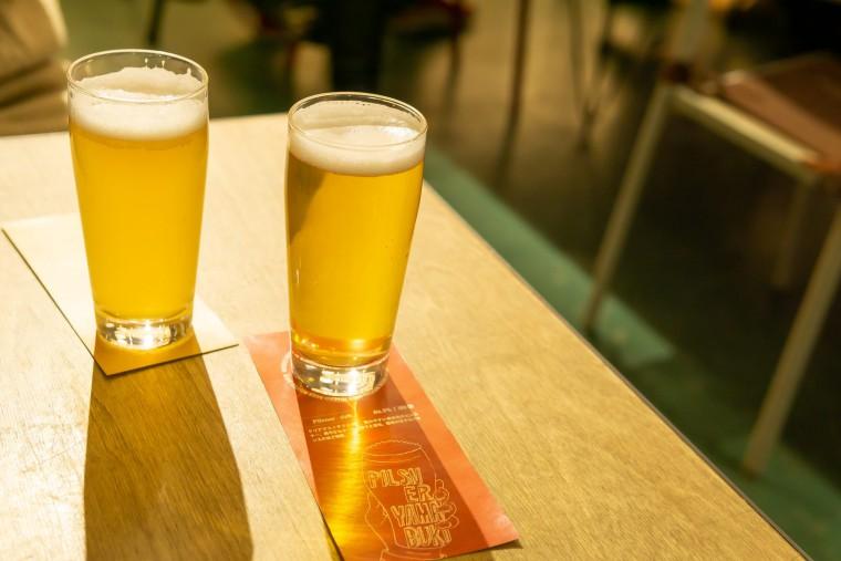 写真:ニセコビールのピルスナーとベルジャンエール