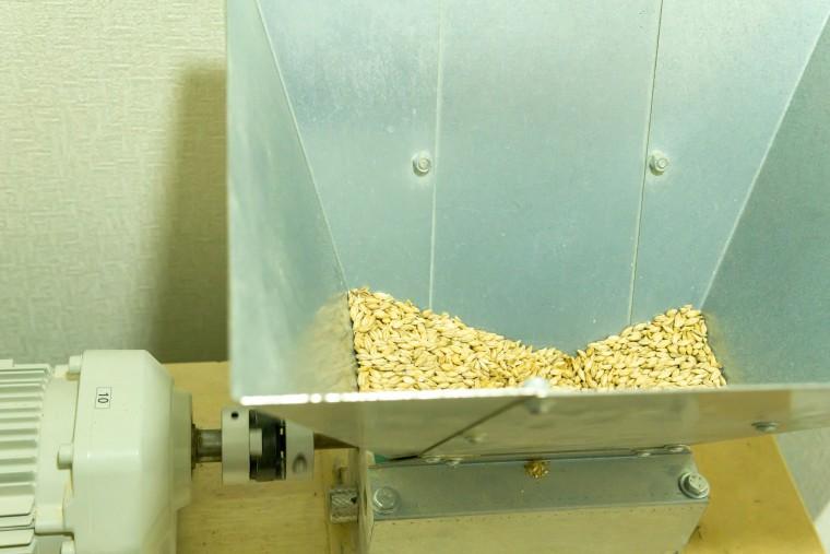 写真:澄川麦酒醸造所 西岡工場の麦芽挽きミル