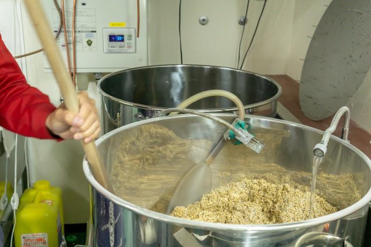 写真:麦汁を造る様子