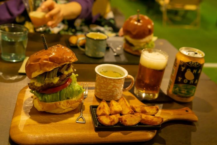 写真:クラフターズキャンプのハンバーガー