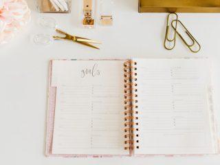 写真:目標を書くノート